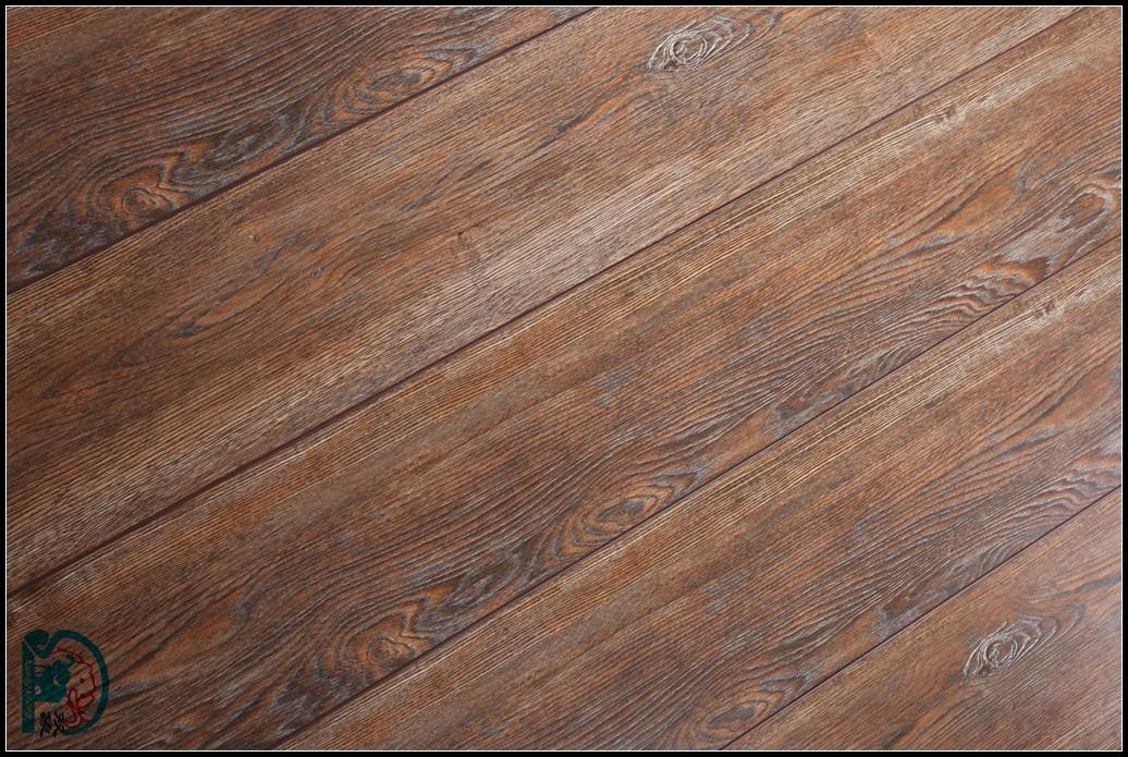 仿实木同步浮雕地板